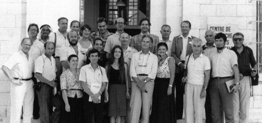 L'équipe du CRFJ rassemblée devant le bâtiment d'Emmaus